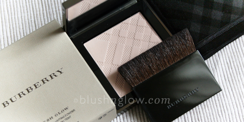 Burberry Fresh Glow Highlighting Powder in Nude Radiance
